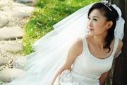 钢笔及橡皮抠出穿婚纱的新娘